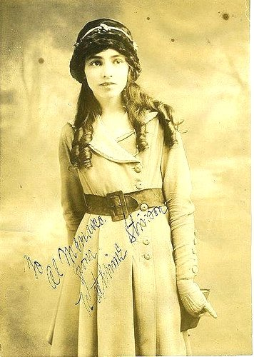 EHrMmj5X4AMrqlC - Katherine Stinson was the fourth woman in the US to hold a pilots license. See more photos