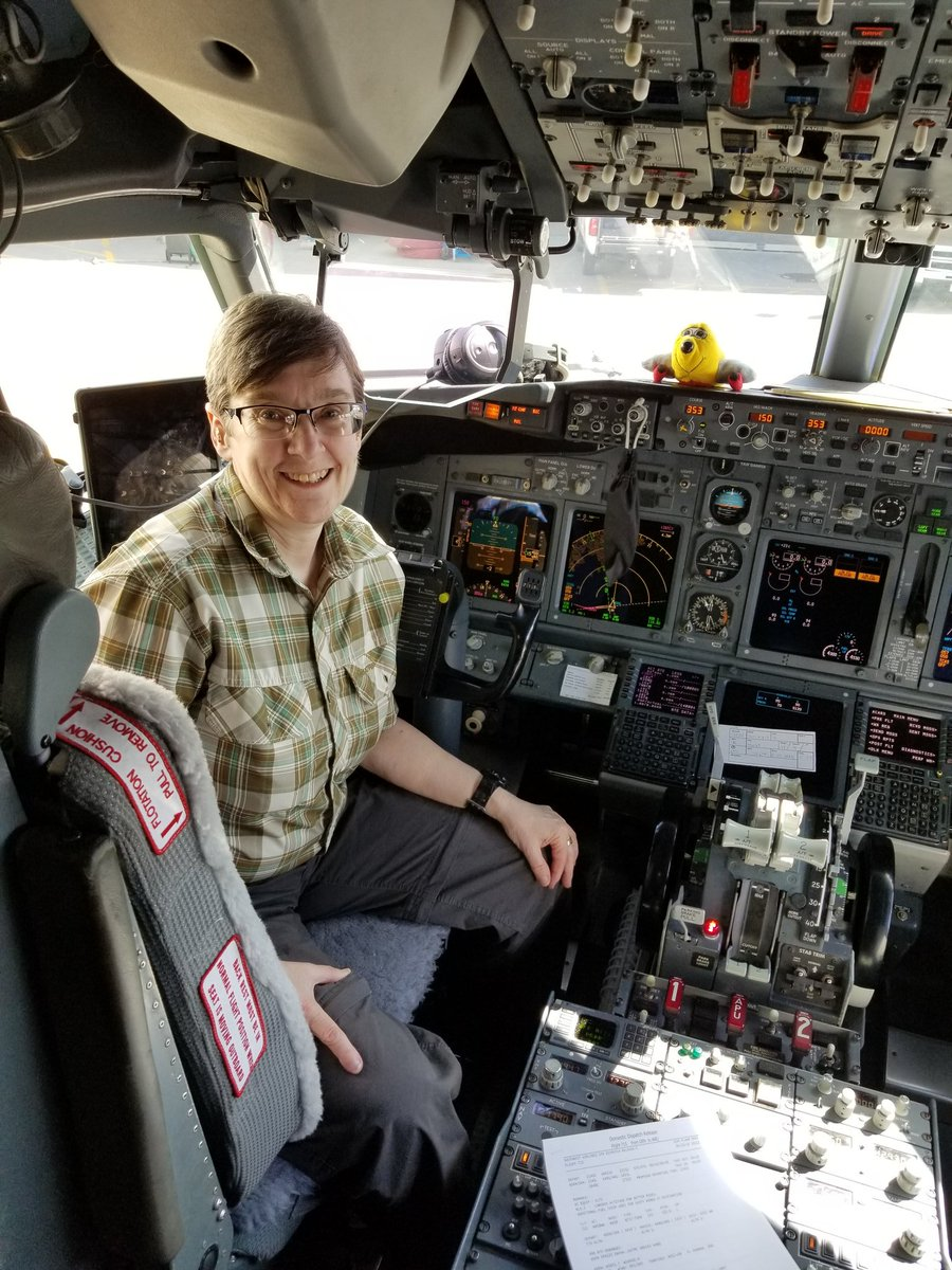 D1A nRMVsAAiRAb - Some of you may be wondering if Im for real. I hate selfies, but this is my favorite, in a In Boeing737-700I got my pilots license years a go in VegasIm waiting to take off from Denver, COIve got a nice bridge for sale for 1.6 millionPic favorite SelfieFunny