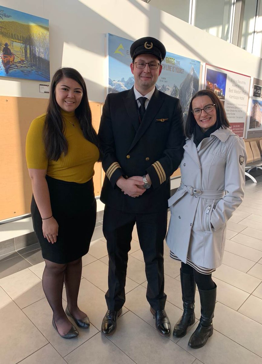 EItzpkBXkAAptBZ - Look who we ran into at the airport Congrats to Austen McDonald, the first Canadian with pre-existing insulin-dependent diabetes to be awarded the medical certificate needed to hold a commercial pilot license.This is him right after his first flight as a commercial pilot