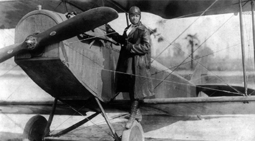 EJ15Ic9WkAA62NU - FIRST AFRICAN-AMERICAN PILOT IN HISTORYIt was 1921 when Elizabeth Coleman achieved against all odds an international pilots license granted by the International Aeronautical Federation, becoming the first African-American pilot in history.