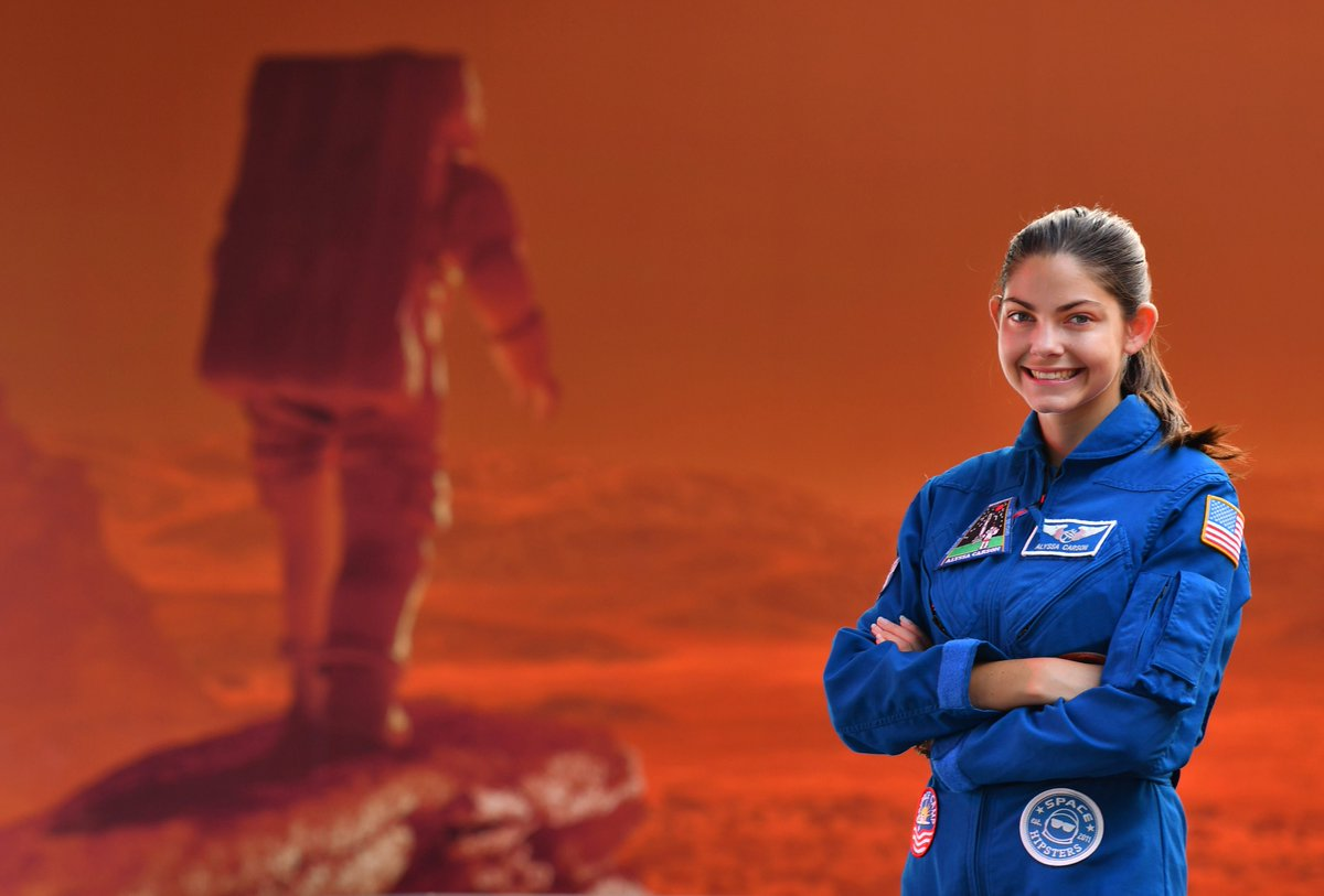 EKlE1tRW4AEbAUL - e_RadioUS 18-year-old with pilots license is certified for space. She wants to go to Mars