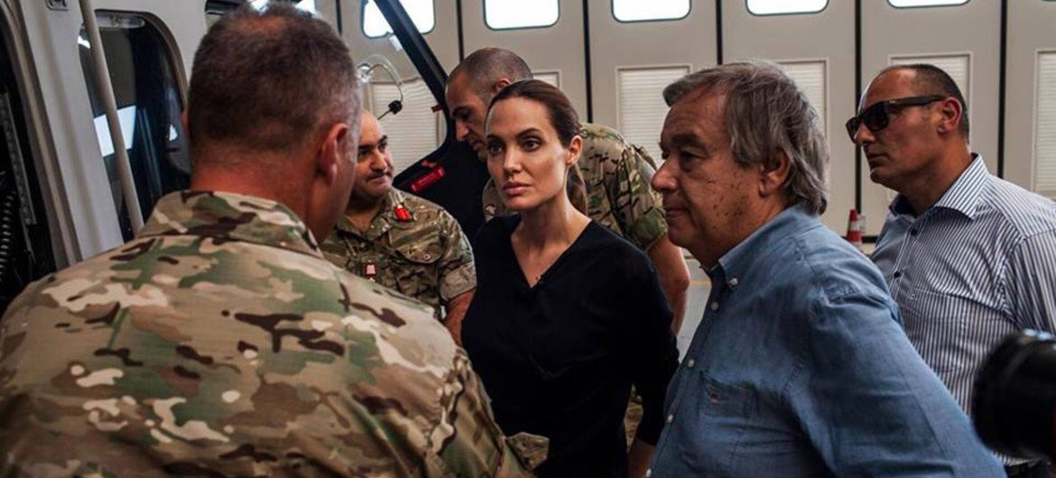 D2rSV0CWsAAcquU - Reminder that Angelina Jolie has been on over 40 missions to warzones and humanitarian crises with the UN, covers all her own costs, shares living quarters with the other field workers, and got a pilots license to help ferry aid workers and food