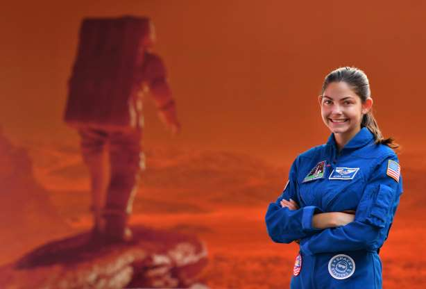 EKp7iueVUAAVLqq - 18-year-old with pilots license is certified for space. She wants to go to Mars