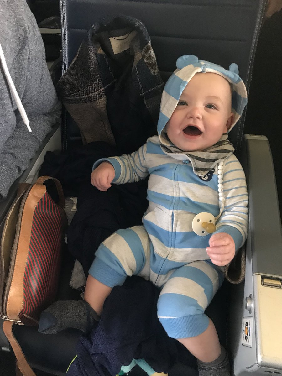ELDJYldXYAIVym8 - Thank-you for the gold wings the flight for Argys first time in the sky... Perhaps someone will be acquiring their pilots license one day