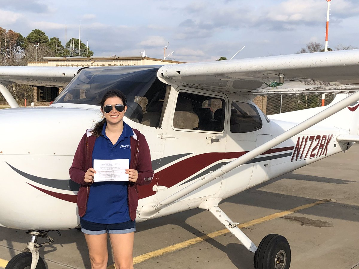 ELDk3I3WoAI5o y - Goodbye Private license, Im a Commercial pilot now