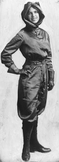 ENqXr1nWoAEPl3b 1 - Harriet Quimby was the first woman to gain a pilots license in the United States in 1911.