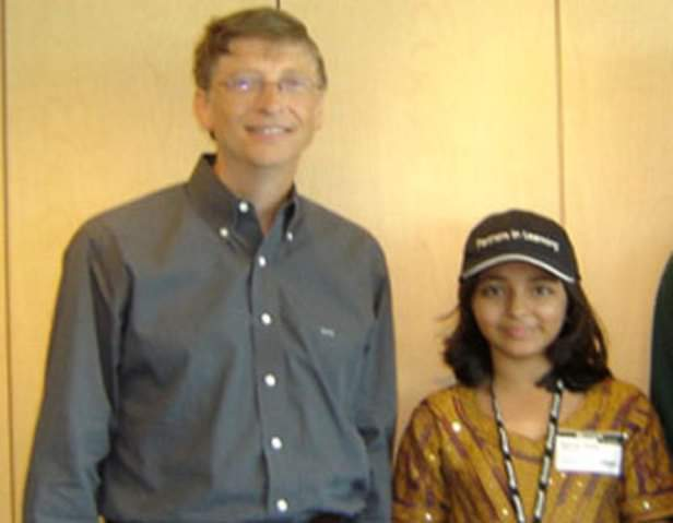 EOUQ749W4AE  1u - Arfa Amjad Karim Randhawa 2 February 1995 14 January 2012 in 2004 at the age of nine became the youngest Microsoft Certified Professional ever She at 10 earned a pilots license.She was awarded with Pride of PerformanceShe left for her heavenly place at the age of 17 only.