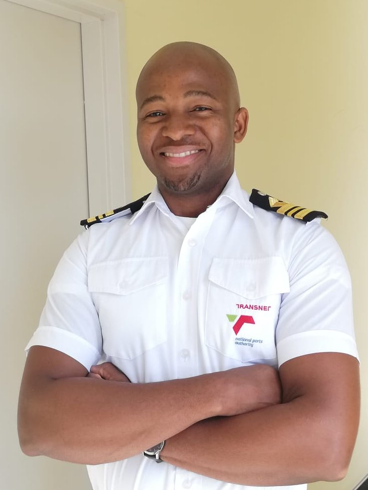 EOZyCnVWsAA5iFt - Port of Ngqura Marine Pilot Sandile Gebashe recently became the ports third open license holder. This sought-after qualification is a scarce skill which enabled him to dock the biggest vessel visiting the port on the day he obtained his license.